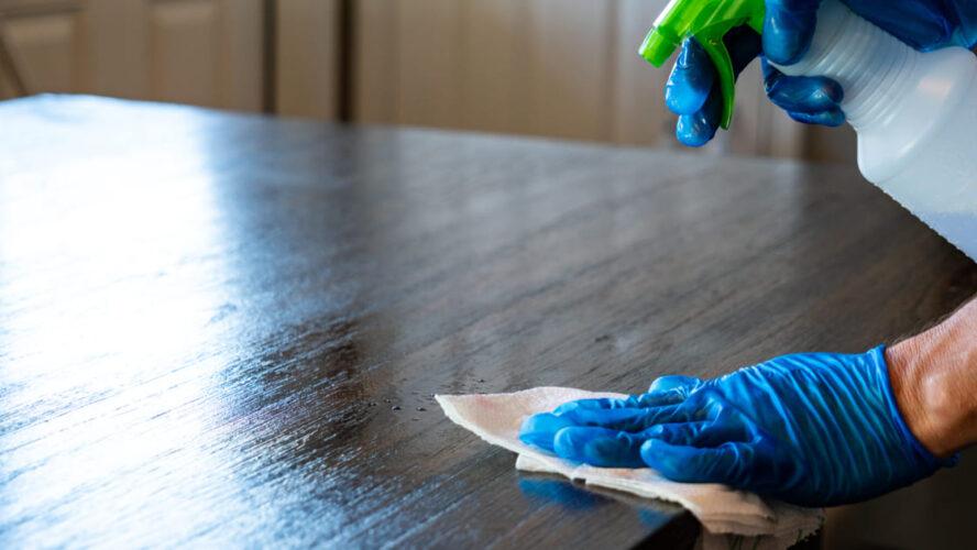 Como limpar seus móveis de madeira após a refeição?